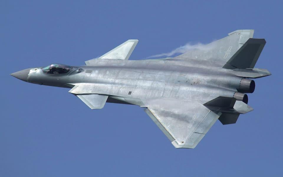 Chengdu J-20 er et nyt kinesisk to-motoret (twinjet) femte generations kampfly med stealth egenskaber - flyvere.dk