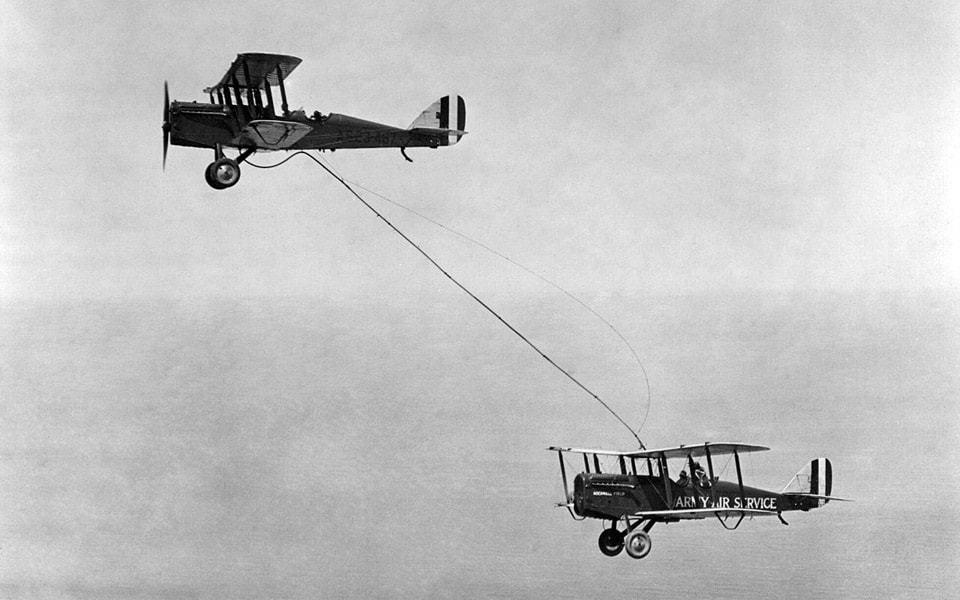 Lufttankning - Aerial Refueling 1923. flyvere.dk